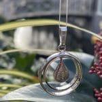 Ashanger-trouwringen-zilver-traan-vinferadruk-1