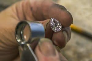 Natuurlijke diamant in het verweer tegen toenemende concurrentie artificiële stenen