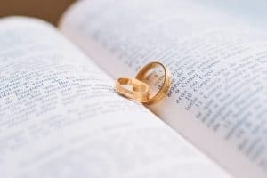 Laat uw trouwringen vereeuwigen door een bruidsfotograaf